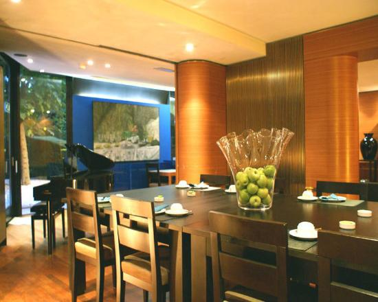 Hotel 322: Restaurant