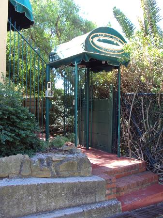 Riverview Lodge: The Entrance