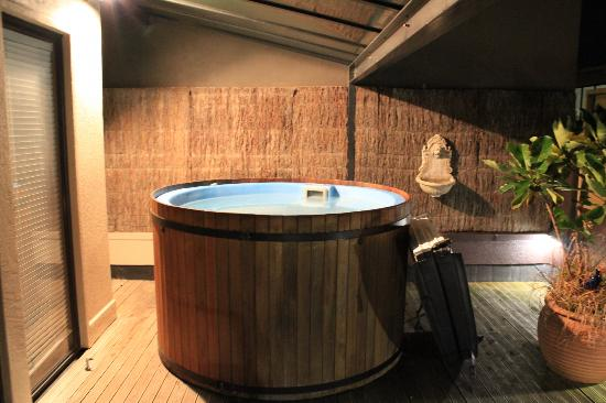 Gourmet Stay: Room 1 hot tub