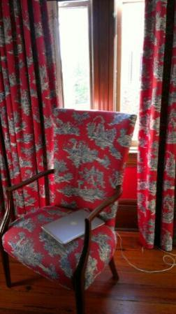 The Governor's House Inn: Chair in room