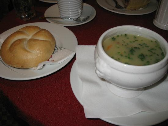 Cafe Konditorei Hacker: Potato soup and roll