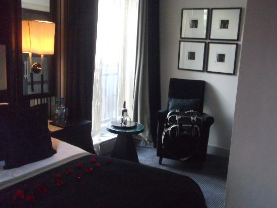 Malmaison Manchester: Seated area in bedroom: Junior suite