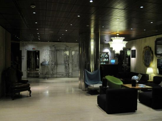 ‪‪InterContinental Paris-Avenue Marceau‬: Small, modern and chic lobby