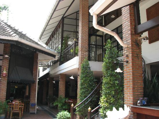 Silom Village Inn: extérieur