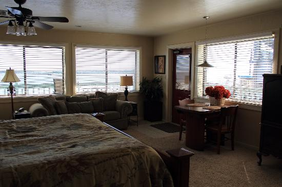 Cedar Key Harbour Master Suites: Corrigan's Reef Suite has amazing views