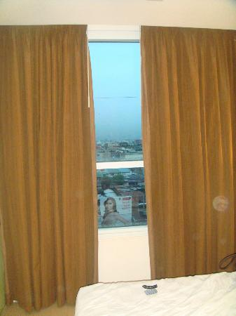 Go Hotels Mandaluyong: room witha view