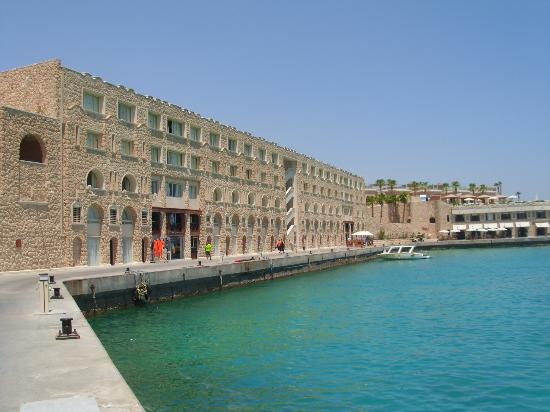 Citadel Azur Resort : вид на 2-й кор.