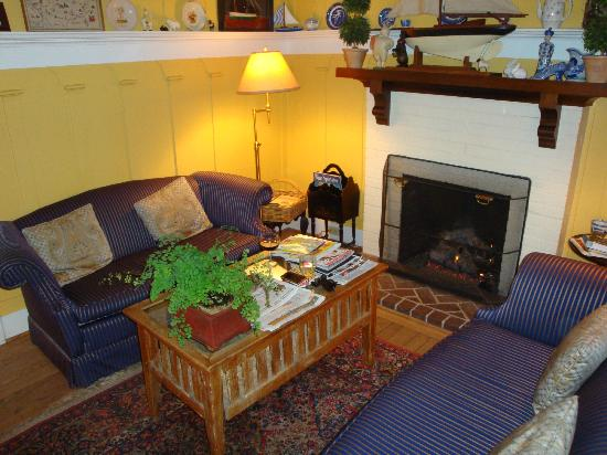 Sea View Inn: Lounge Area