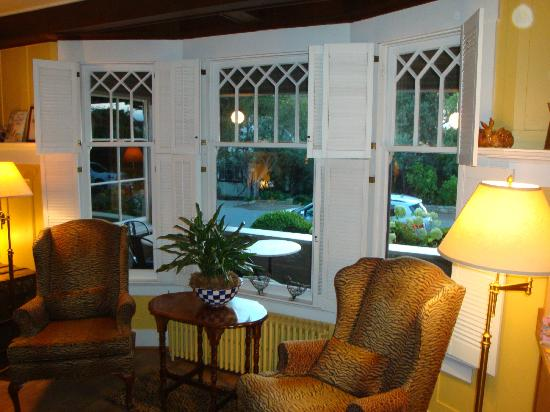 Sea View Inn: Lounge/Dining Room