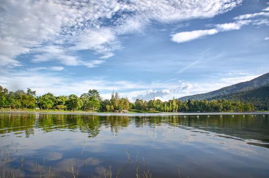 Huay Tung Tao Lake: view to the lake