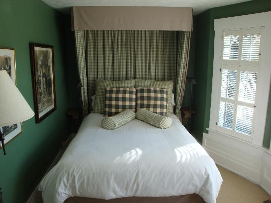Sea View Inn: Comfy Bed