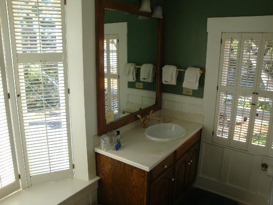Sea View Inn: En Suite