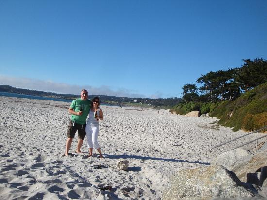 Sea View Inn: Carmel Beachfront!
