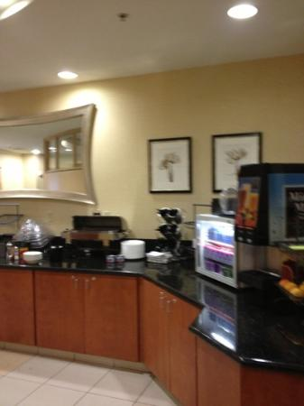 SpringHill Suites Indianapolis Fishers: breakfast area