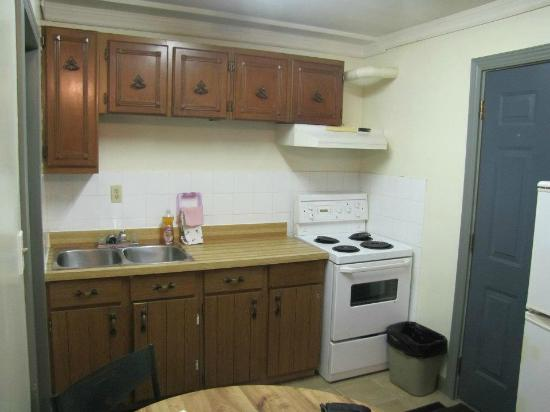 Motor Court Motel: kitchen