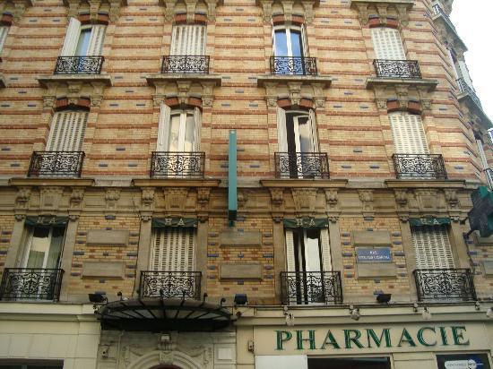 Hotel des Arts Bastille: Vista da Rua