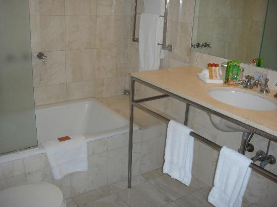 Hotel Astor: Bathroom - Clean and with nice amenities