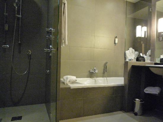 Hotel Regent's Garden: Grosses Badezimmer