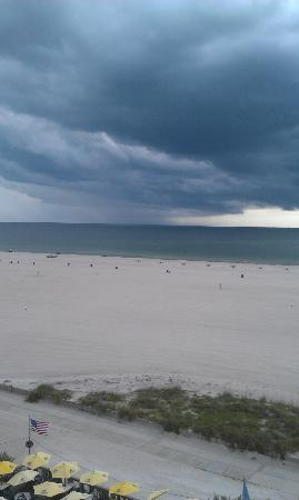 Bilmar Beach Resort: View from balcony of storm coming in