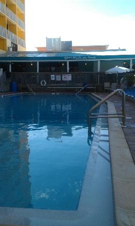 Bilmar Beach Resort : Pool by tower area with Sloppy Joes in the background