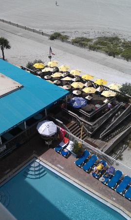 Bilmar Beach Resort: Looking down on Sloppy Joe's restaurant.  Great place to eat.
