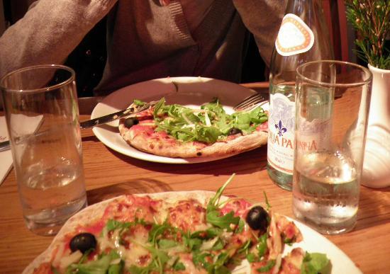 Soho Pizzeria: pizze parmigiano e rucola!