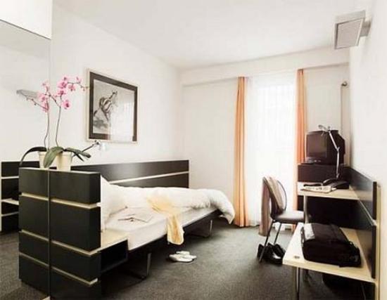 Hotel du Commerce: Guest Room