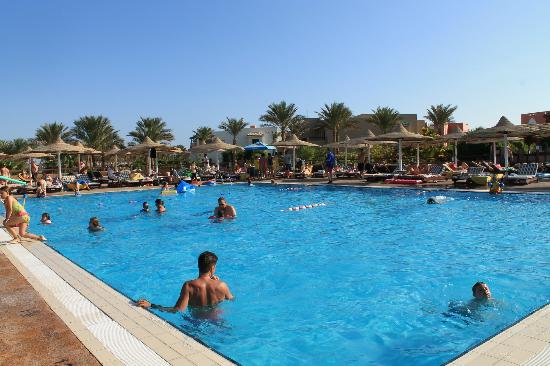 Coral Sea Holiday Village: Main pool
