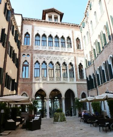 SINA Centurion Palace : Courtyard