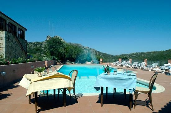 Selis Hotel : Splendida piscina - di sera si cena intorno