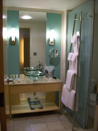 لويز مينيابوليس هوتل: Nice bathroom!