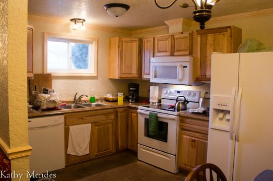 Yellowstone Gateway Inn: Kind of messy from us cooking but shows how large the kitchen is.