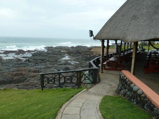 Kob Inn Beach Resort: Bar