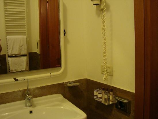 Hotel delle Province: Banheiro