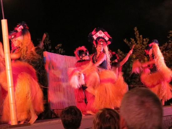Island Breeze Luau: Luau dancers