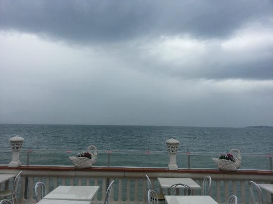 Vista sul lago di Garda dal ristorante - Foto di Al Carretto ...