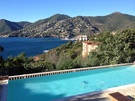 Hotel Tiara Yaktsa Côte d'Azur.: piscine 