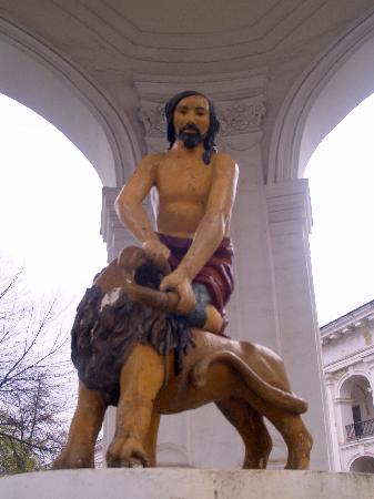Fountain of Samson