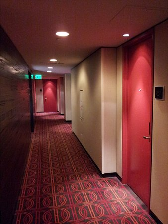hallway outside our room in the international tower picture of rh tripadvisor com