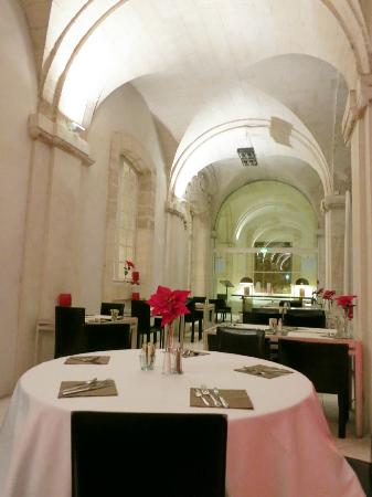 Hotel Cloitre Saint Louis: Beautiful hotel's restaurant