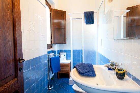 Bagno azzurro foto di casa dell 39 orto san vito chietino tripadvisor - Bagno di casa foto ...