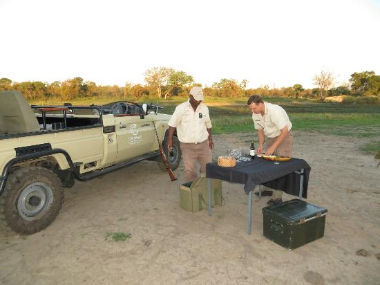 "Tintswalo Safari Lodge: Fritz and Simon getting ""sundowners"" ready"