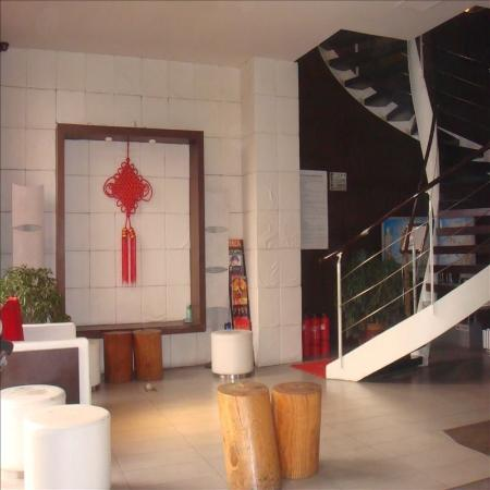 Jiaolou Business Hotel: Hallway