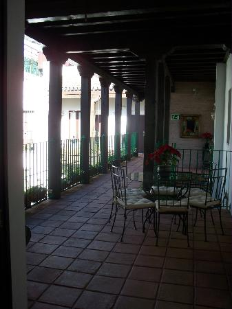 El Rey Moro Hotel Boutique Sevilla: view of 2nd floor from elevator area
