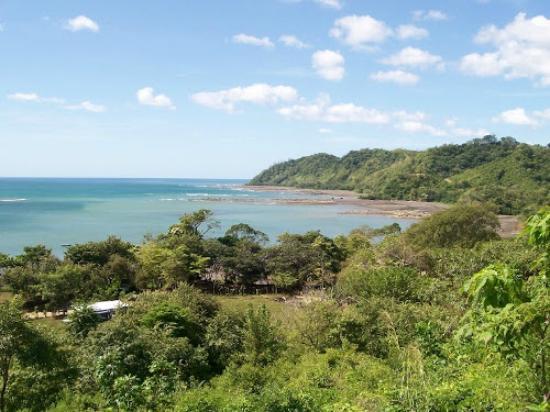 Deep Coral Villas at Los Buzos : Los Buzos bay and beach