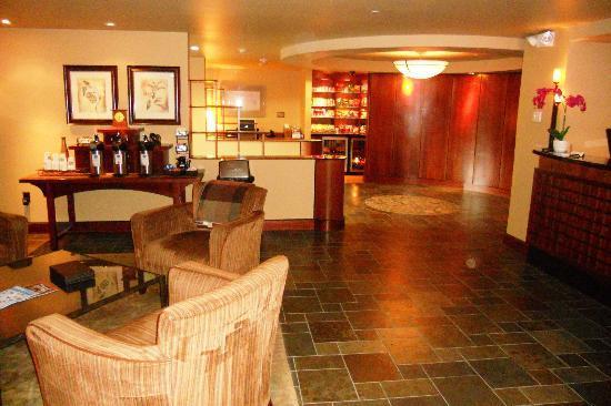 Larkspur Landing Bellevue: Hotel Lobby.