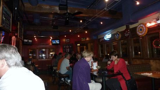 Zax Restaurant & Watering Hole : Bar