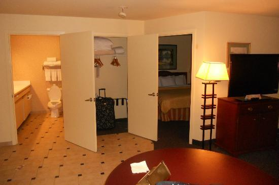 Larkspur Landing Bellevue: Executive Room- Door to bathroom, door to closet, door to bedroom and then the rest...
