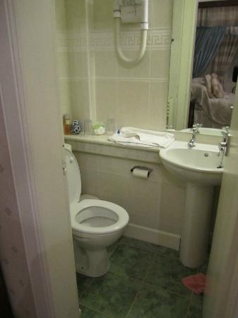 Craigroyston House and Lodge: Our bathroom