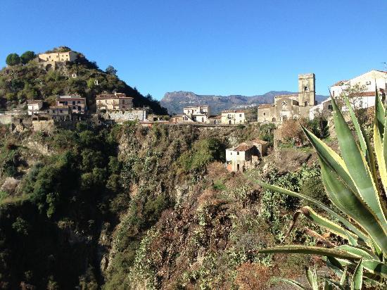 Borgo San Rocco Resort: Uitzicht op Savoca